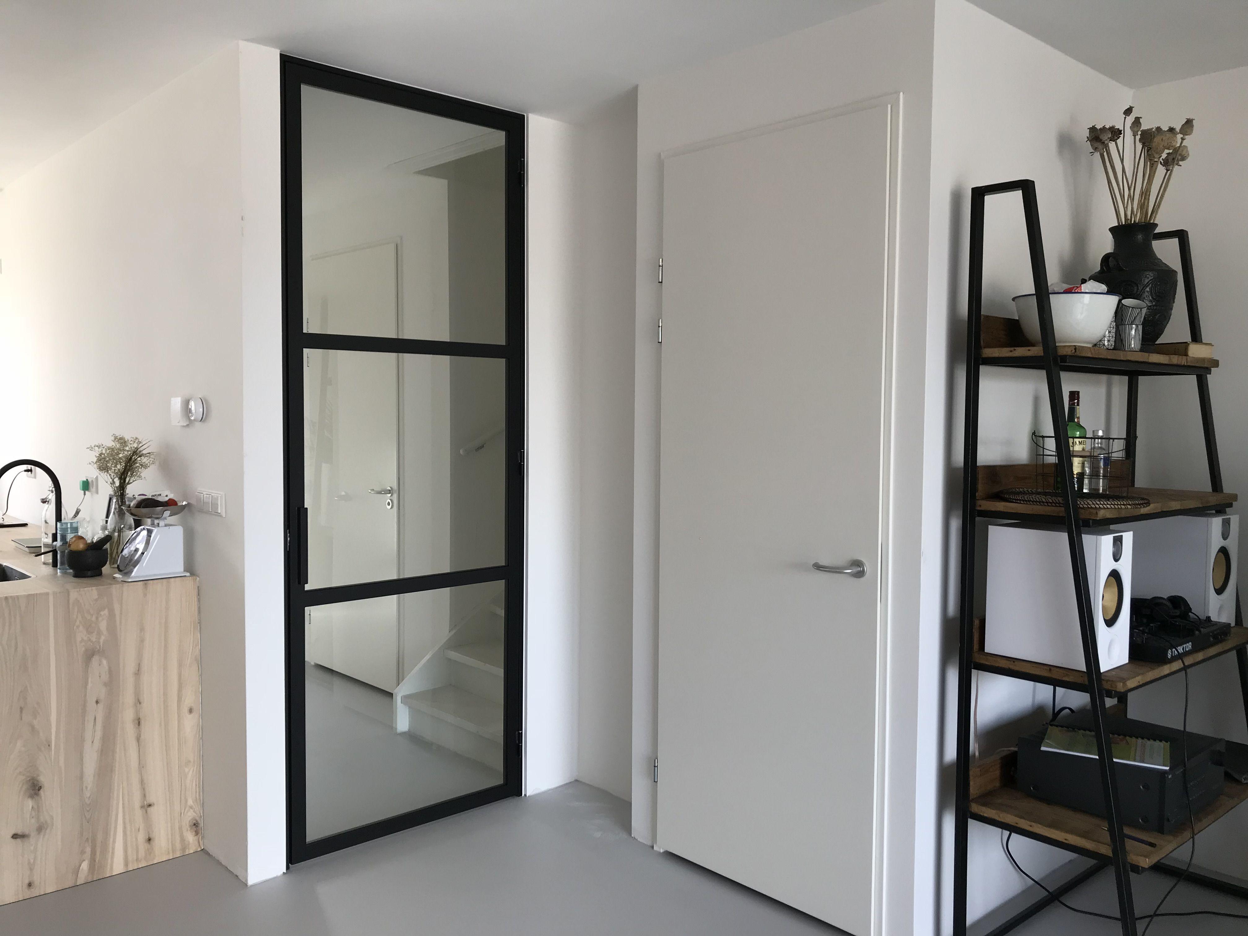 Een Stalen Deur : Stalen deur met vakken en hoekgreep mijn stalen deur