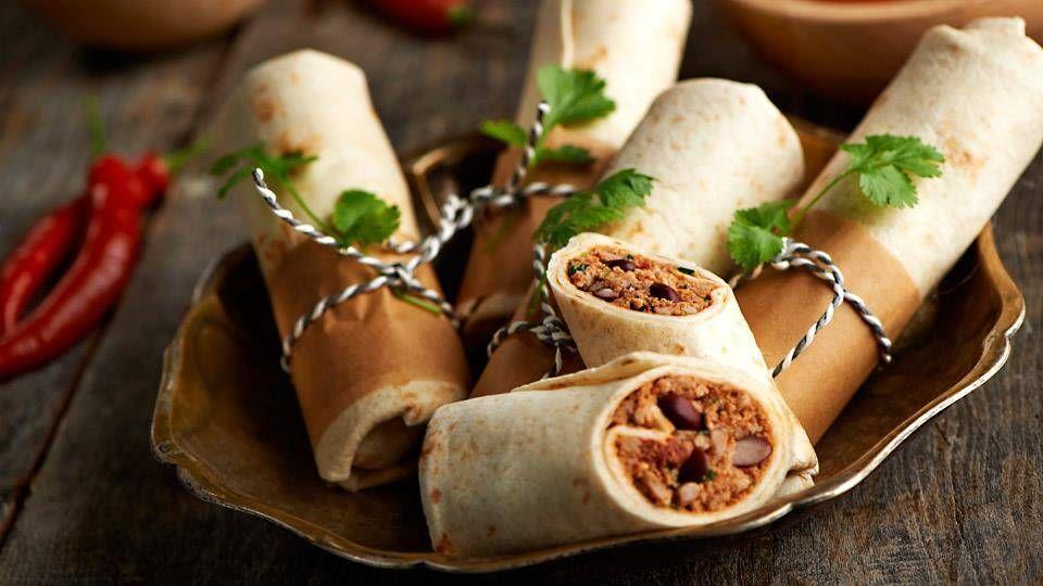 Szybkie Burrito Wedlug Karola Okrasy Przepis Recipe Food Recipes Burritos