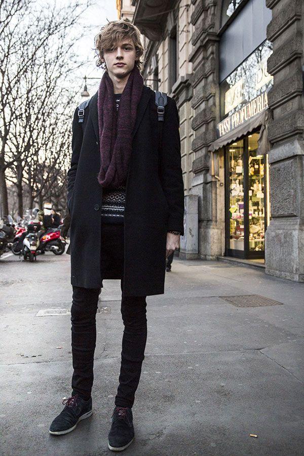 黒チェスターコート×紫スヌード×黒スキニーパンツ×黒スエード