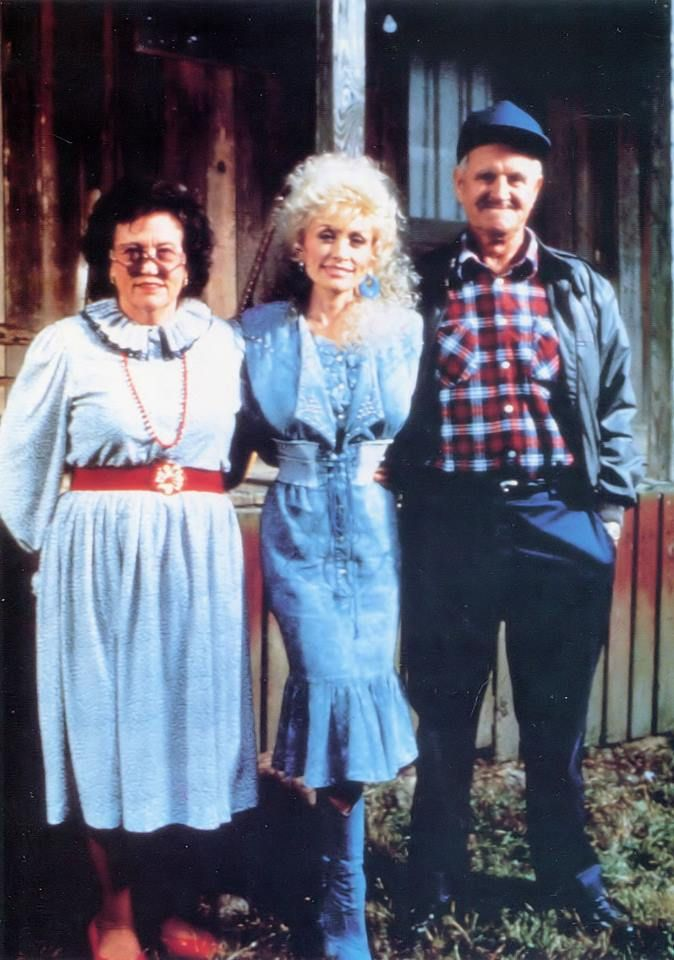 Dolly Parton With Her Parents Avie Lee And Robert Lee Parton