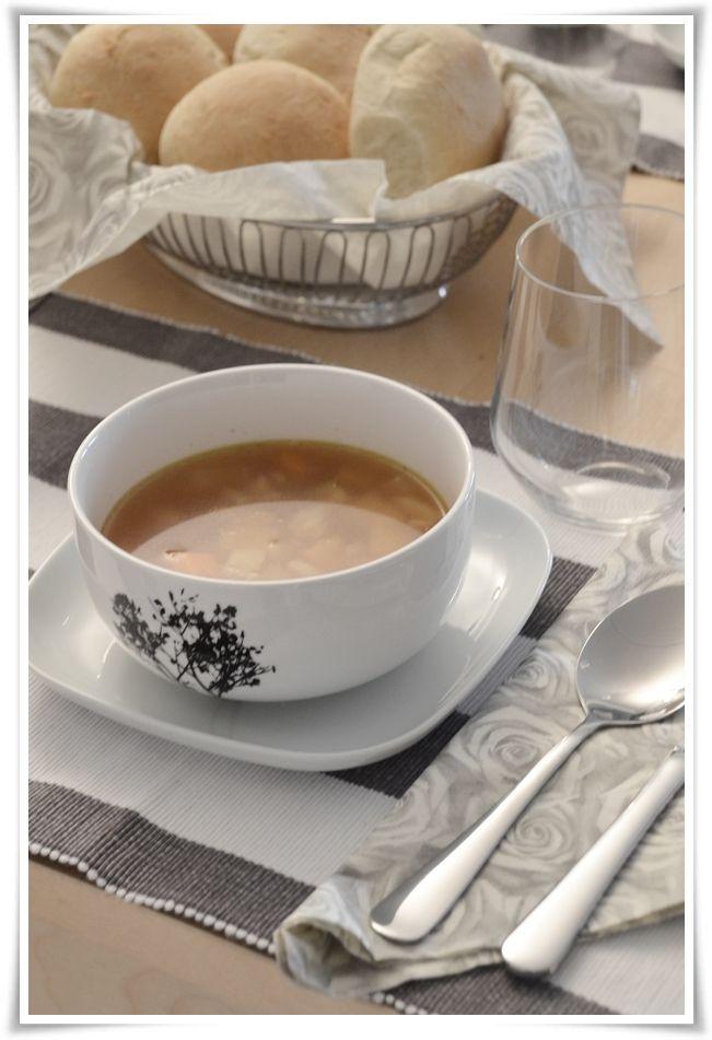 {Fabelaktig} soup and fresh rolls