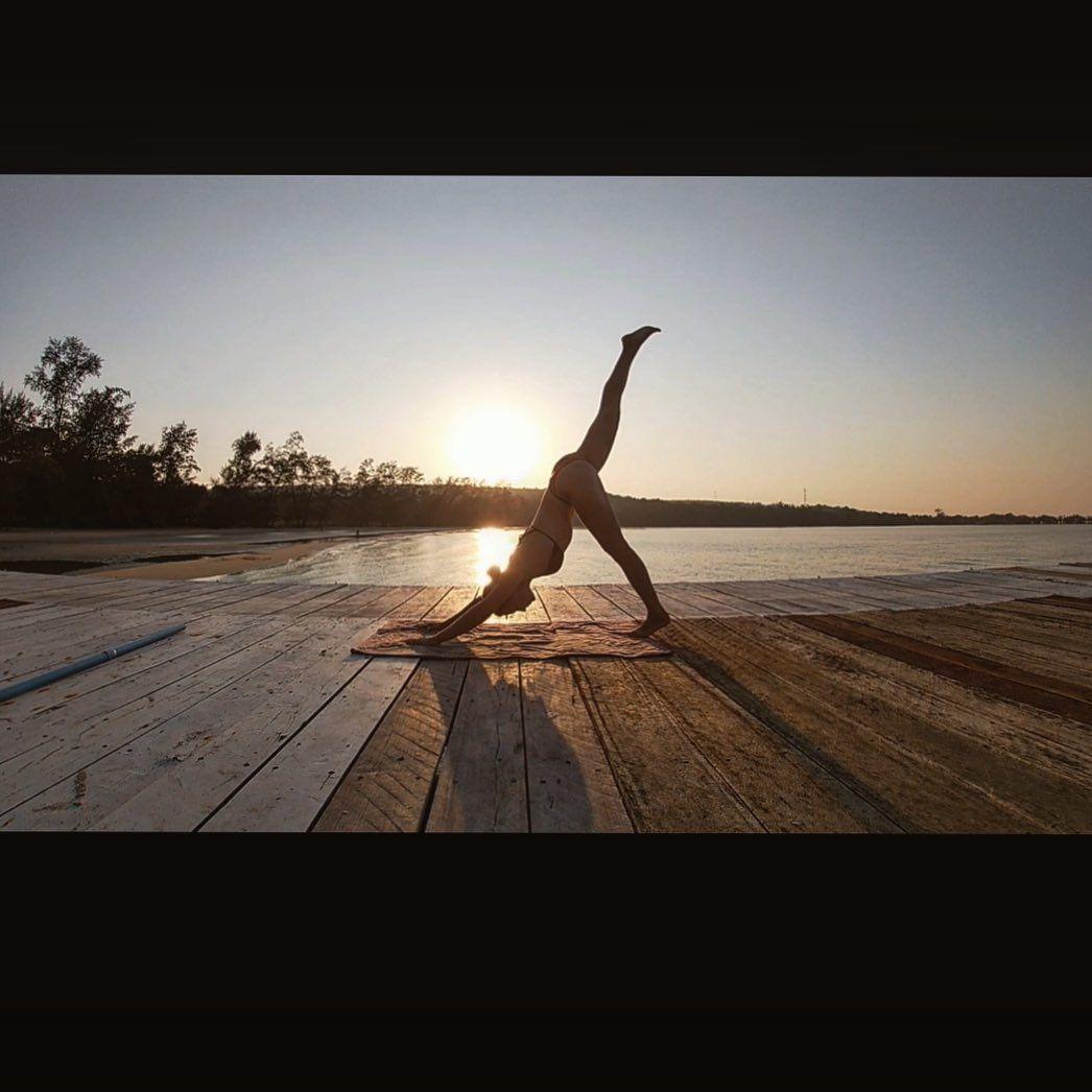 #yoga #yogi #yogapractice #yogaasana #asanas #yogis #yogisofinstagram #yogisofig #yogaflow #yogaposes #yogaeverydamnday #yogateacher #yogalover #yogagirls #sunsetyoga #island #cambodia #kohrongsamloem #cambodiatravel #yogitravels #travellingyogi #yogainspiration #yogachallenge #yogaeverywhere