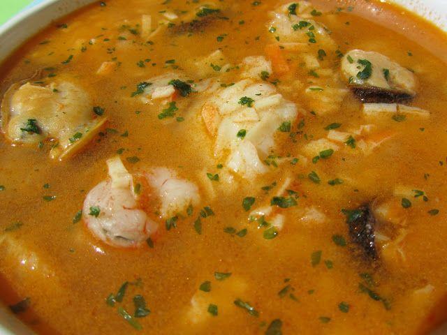 Sopa De Ajo Cremosa Con Huevos Escalfados Sopa De Pescado Recetas Thermomix Sopa De Mariscos