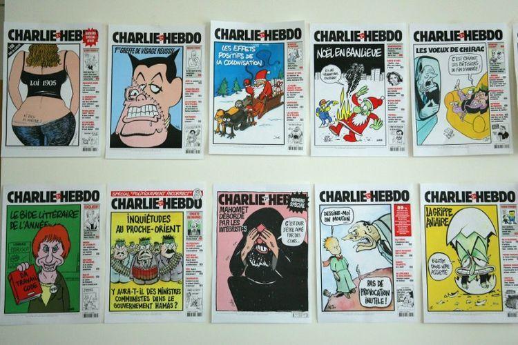 Photographie de plusieurs couvertures de Charlie Hebdo, prise le 15 mars 2006 dans les bureaux de l'hebdomadaire satirique à Paris.
