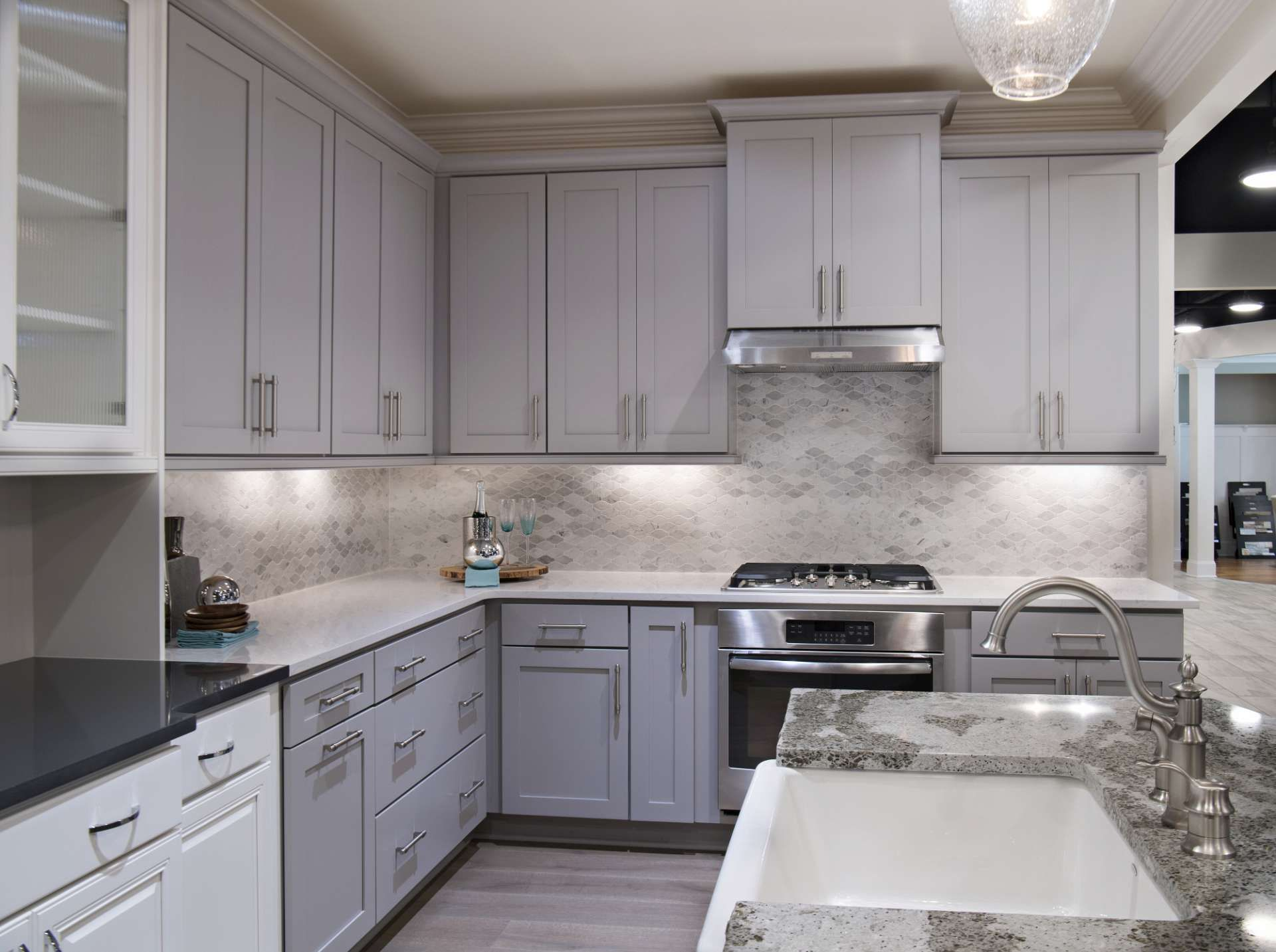 lovely kitchen counter deco | This lovely kitchen in our design studio features the ...