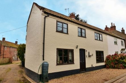 Situated in the popular rural hamlet of White Horse Common, yet only a short drive from North Walsham Town Centre, this charming 4 bedroom semi detached cottage has been lovingly refurbished by the current owner to provide a cosy comfortable interior with a wealth of charm and character throughout. £250,000