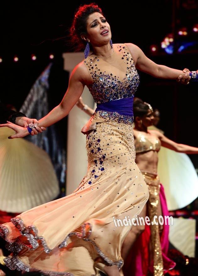 Priyanka-Chopra-performs-at-IIFA-awards 2014  Love this