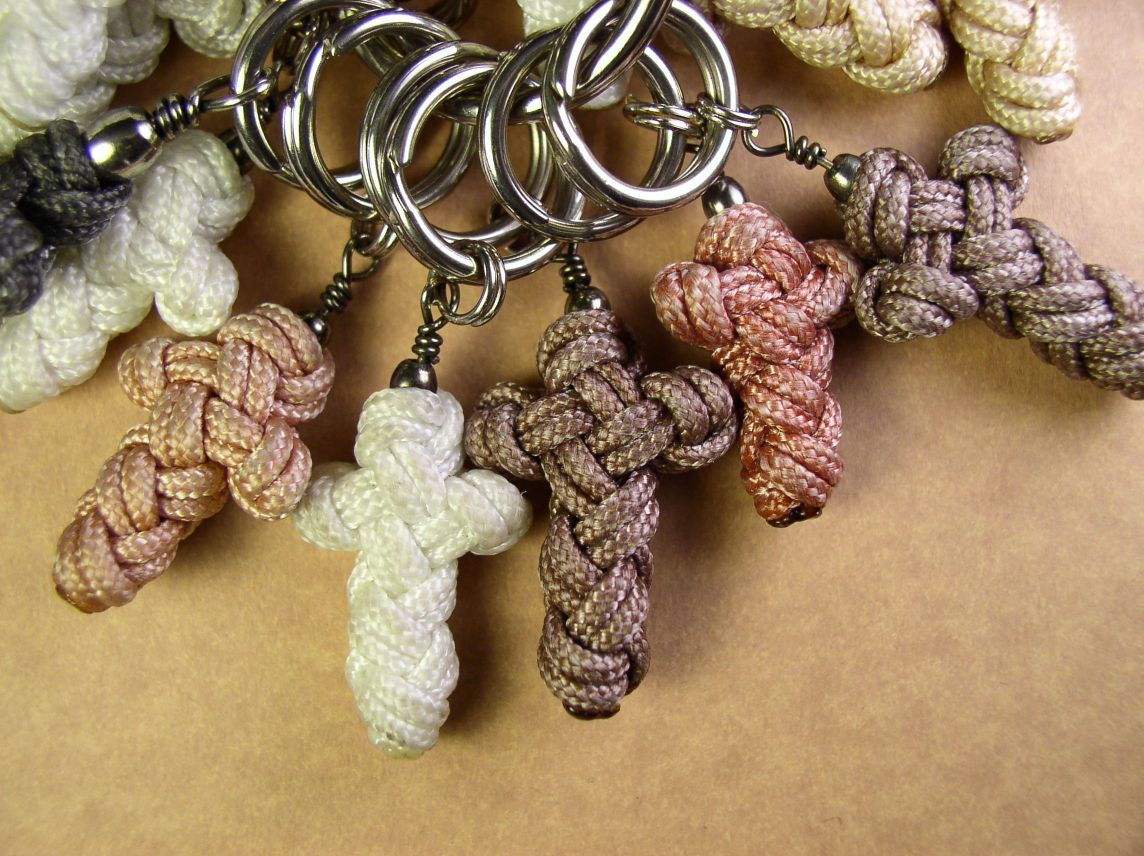 Sailors cross in paracord link to pdf manual on this for Paracord cross instructions