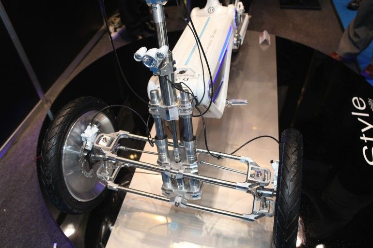 Front suspension - interesting tilting geometry, but it