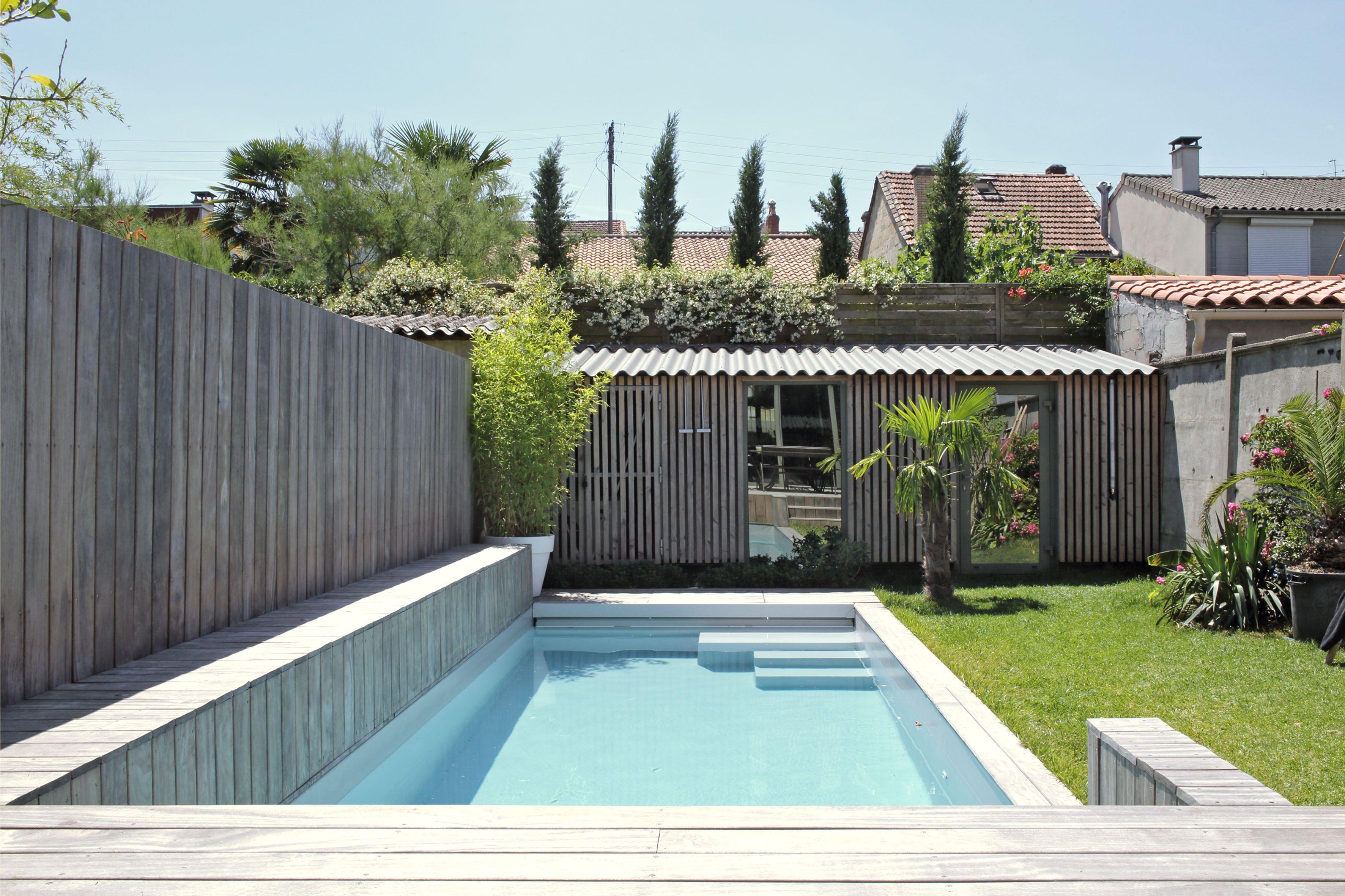 Extérieur avec piscine et terrasse d une maison  Bordeaux au