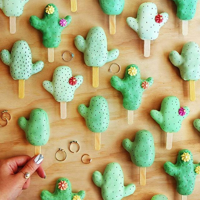 Sucreshop These Cactus Cake Pops Are Mega Adorbs Getting In The Cinco De Drinco Spirit Over Here How About You Tara Cactus Cake Cactus Party Cake Pops