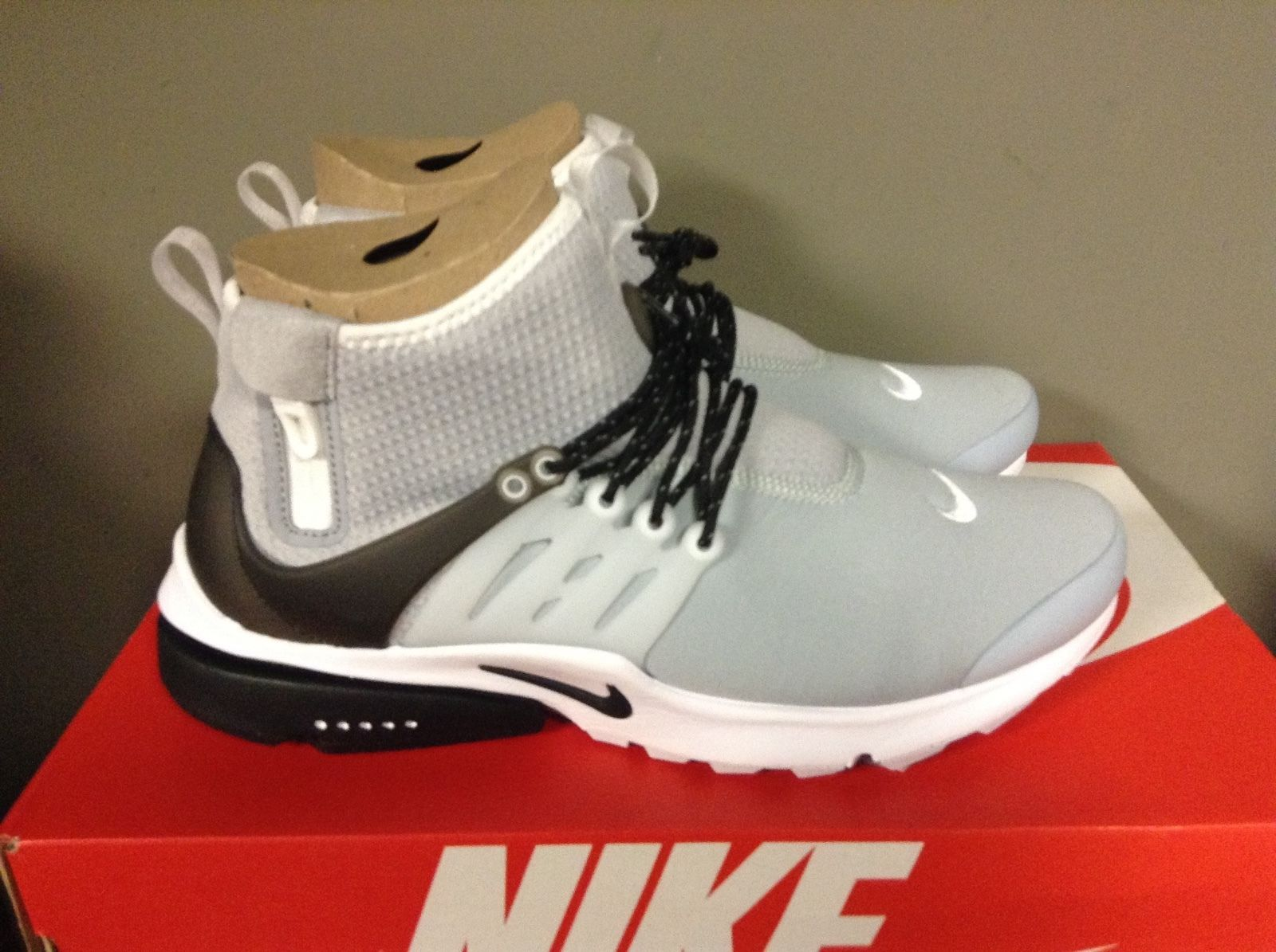 MEN'S NIKE AIR PRESTO UTILITY MID-TOP SHOE WOLF GREY/BLACK-WHITE 859524