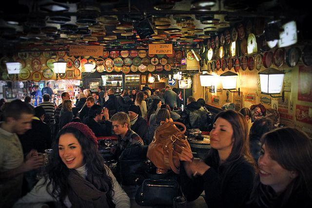 2500 kinds of beers in Brussels Visit Delirium Cafè in Brussels where they have 2500(!) kinds of beer on tap!