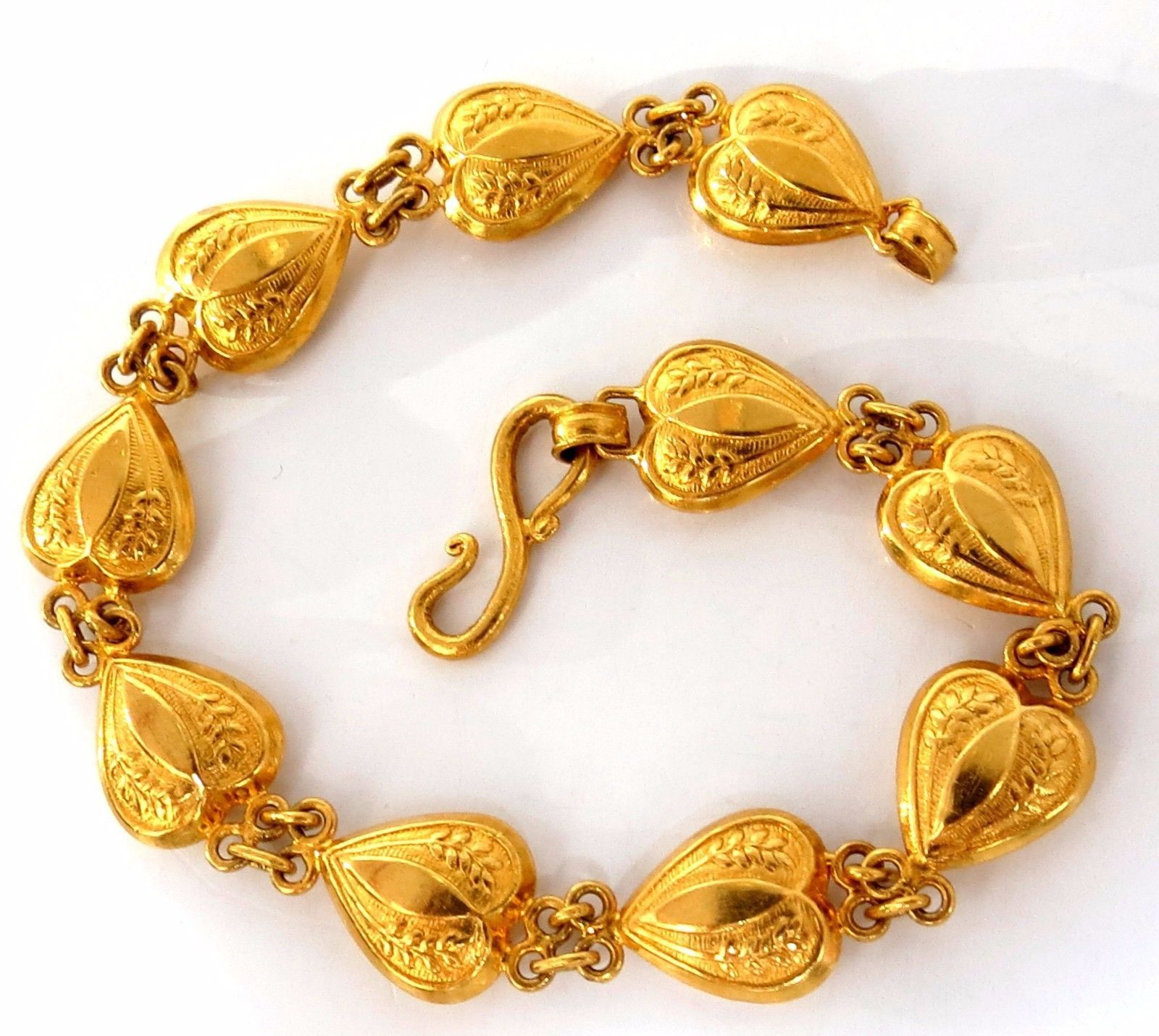 Kt yellow gold vintage heart hinged bracelet inch gm