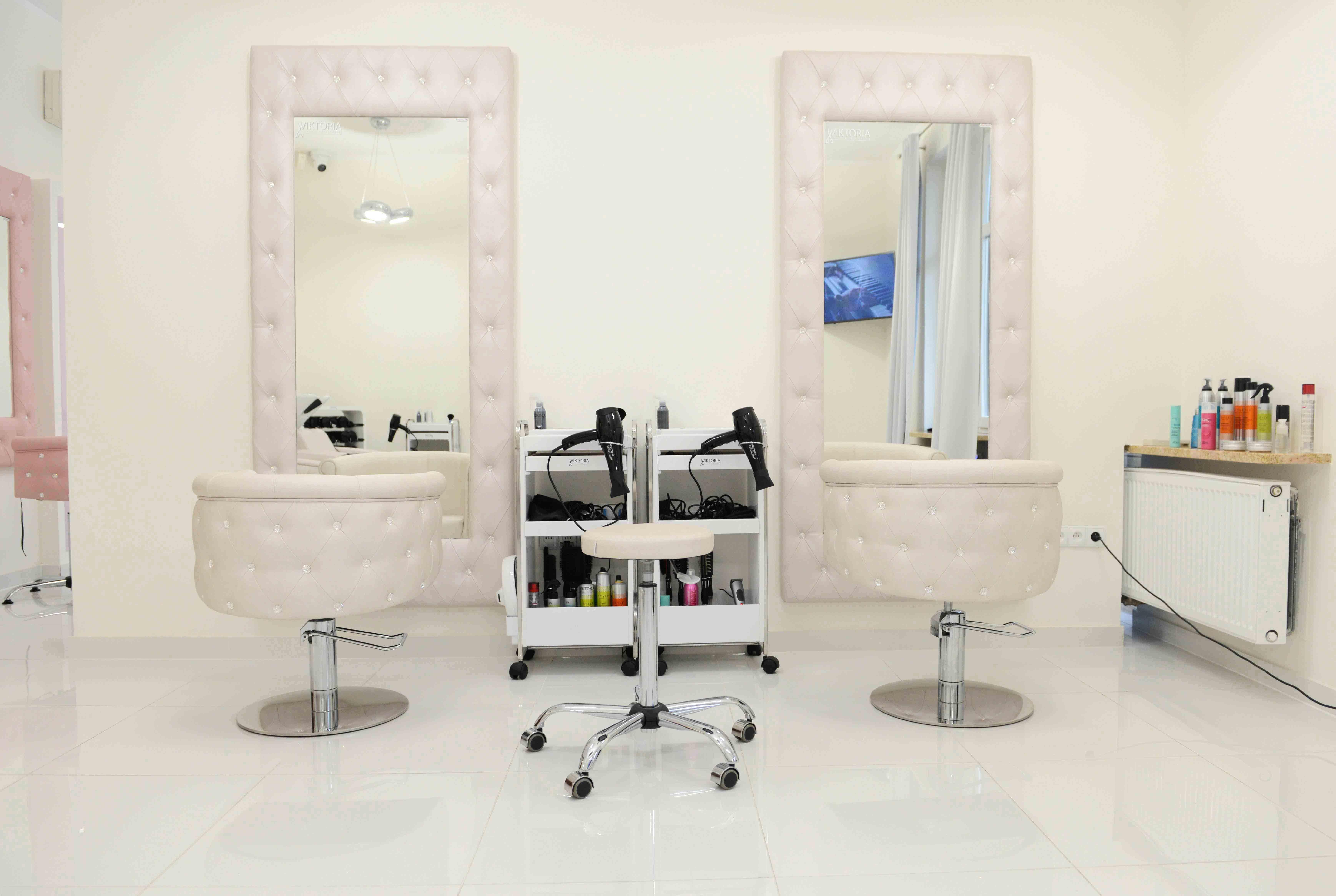 Hair Salon Studio Wiktoria P Poland Obesession Styling Chairs And Obsession Styling Units Made With Svarowski Crysta Salon Furniture Salon Chairs Salon Design