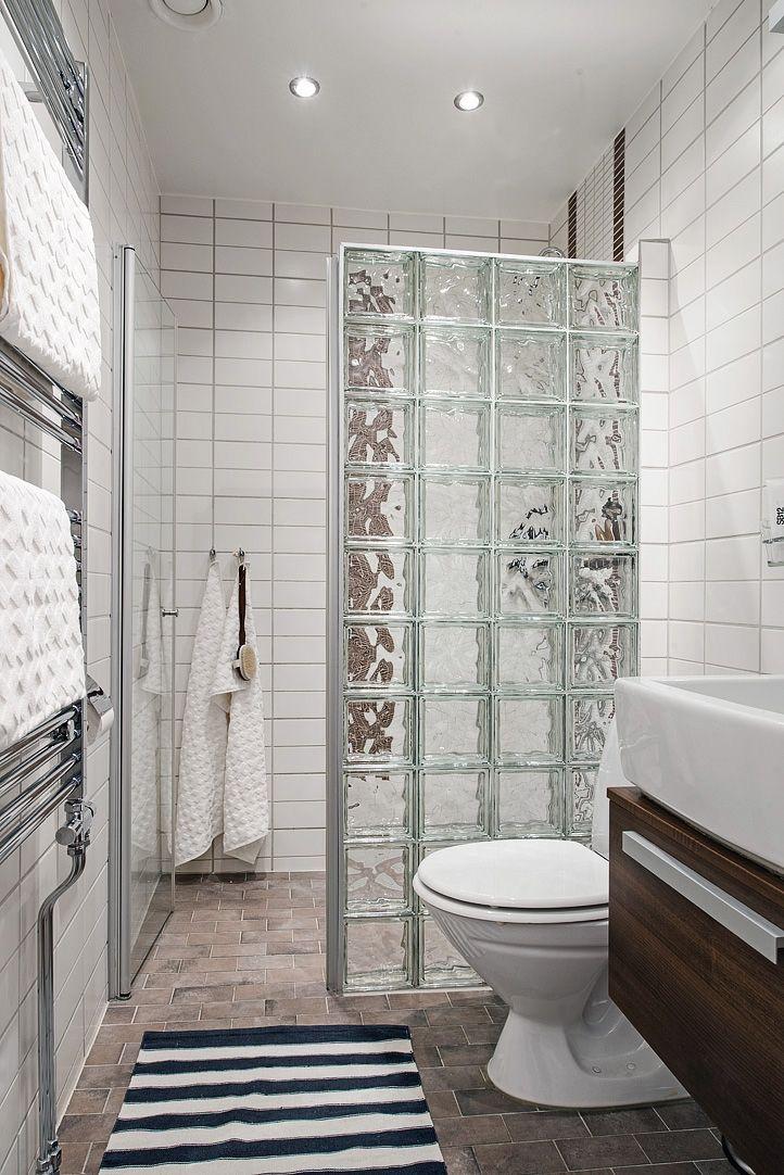 Kakel från golv till tak och tydlig duschhörna Inspiration Pinterest Kakel, Badrum och