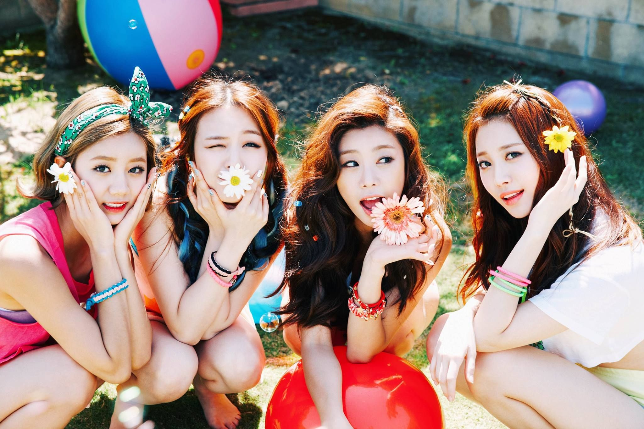 Sojin Girl S Day S Members Kiss Each Other A Lot Girls Day Members Girl Day Kpop Girls