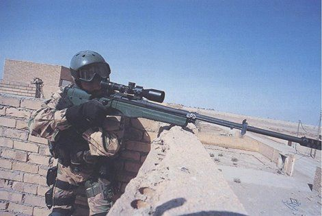"""Incursore del Nono   posing with a sako trg 42 on the roof of a building in Iraq in 2004, during the op. """"Ancient Babylon"""""""