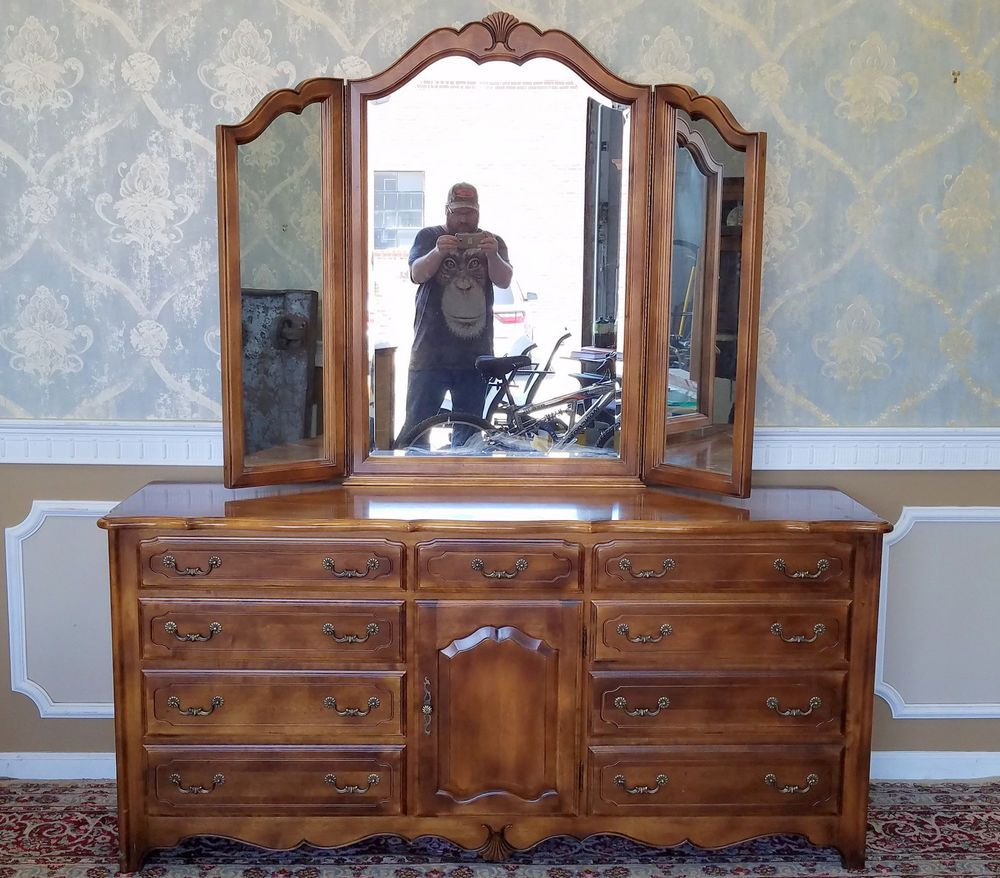 Ethan Allen French Country Bedroom Triple Dresser W Tri Fold