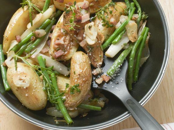Kartoffelpfanne mit grünen Bohnen und Speck ist ein Rezept mit frischen Zutaten aus der Kategorie Wurzelgemüse. Probieren Sie dieses und weitere Rezepte von EAT SMARTER!