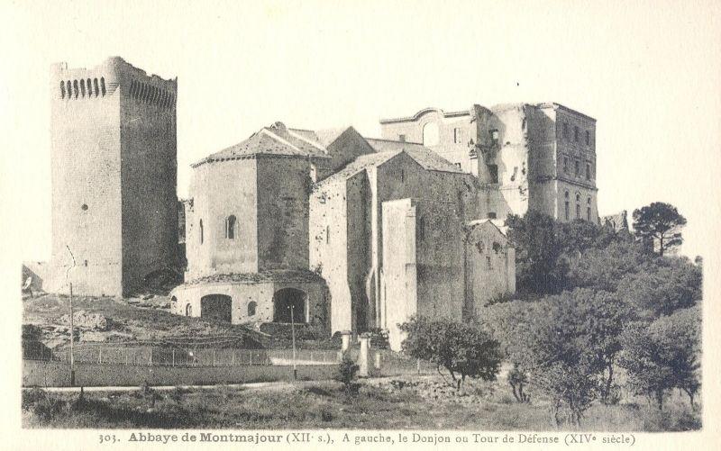 Abbaye De Montmajour A Arles Abbaye Carte Postale Cartes Postales Anciennes
