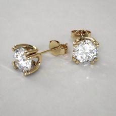 4a818d8100d0 Exclusivos Pendientes Cortos de Diamantes Redondos 3 4 qt con Grapas  Gemelas en Oro Amarillo 14k