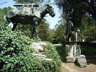 """Roma, Villa Borghese. Monumento all'""""umile eroe"""" degli alpini"""