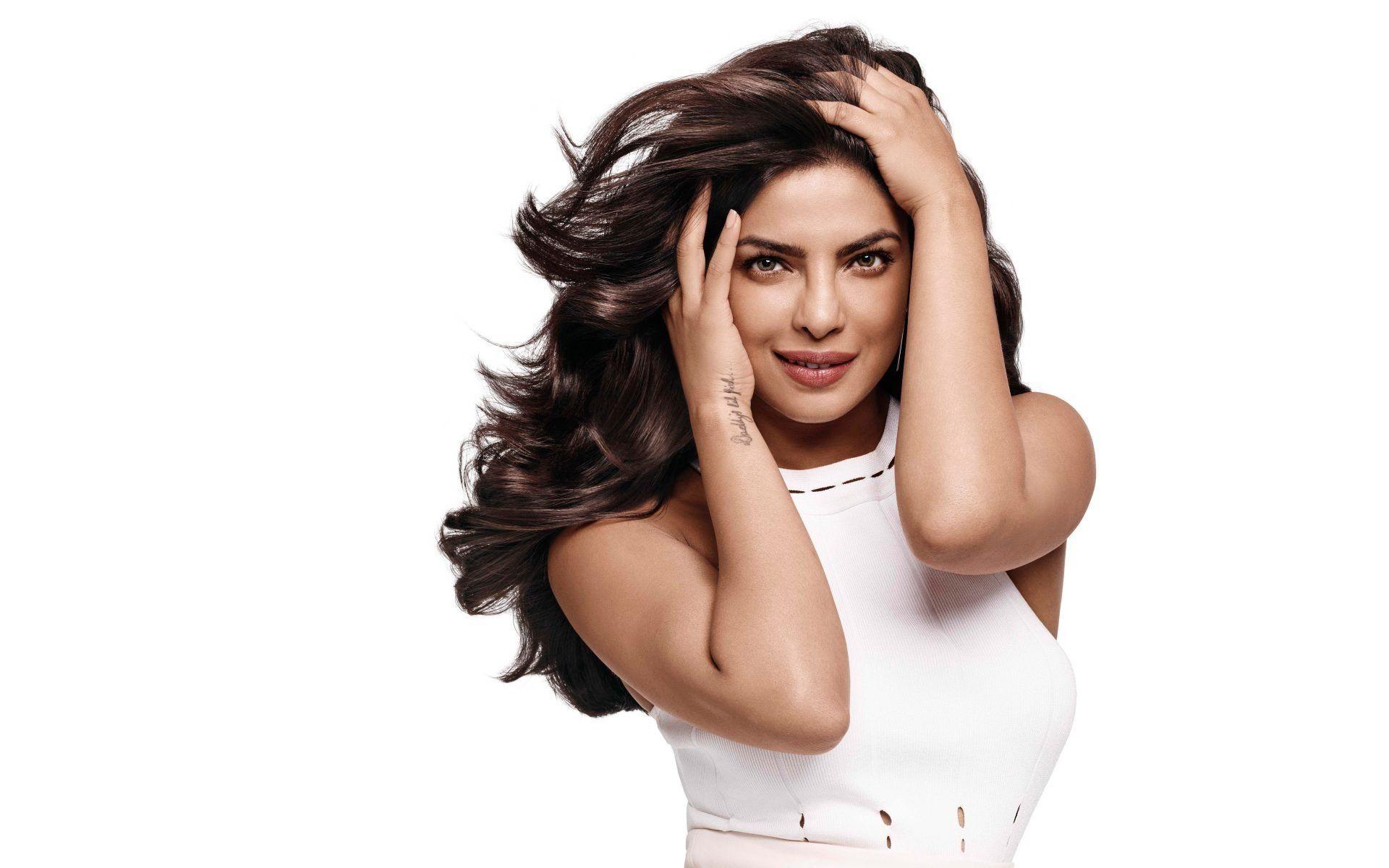 Actress Priyanka Chopra White Costume Gorgeous Actress Wallpaper In 2020 Actress Priyanka Chopra Priyanka Chopra Wallpaper Actresses