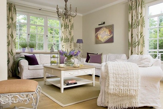 .love the lavender and green accents