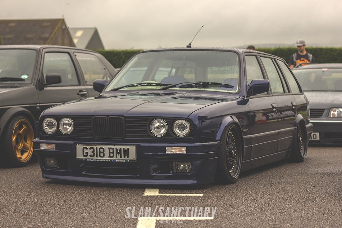 BMW E30 Touring slammed on bags. Players Classic 2014