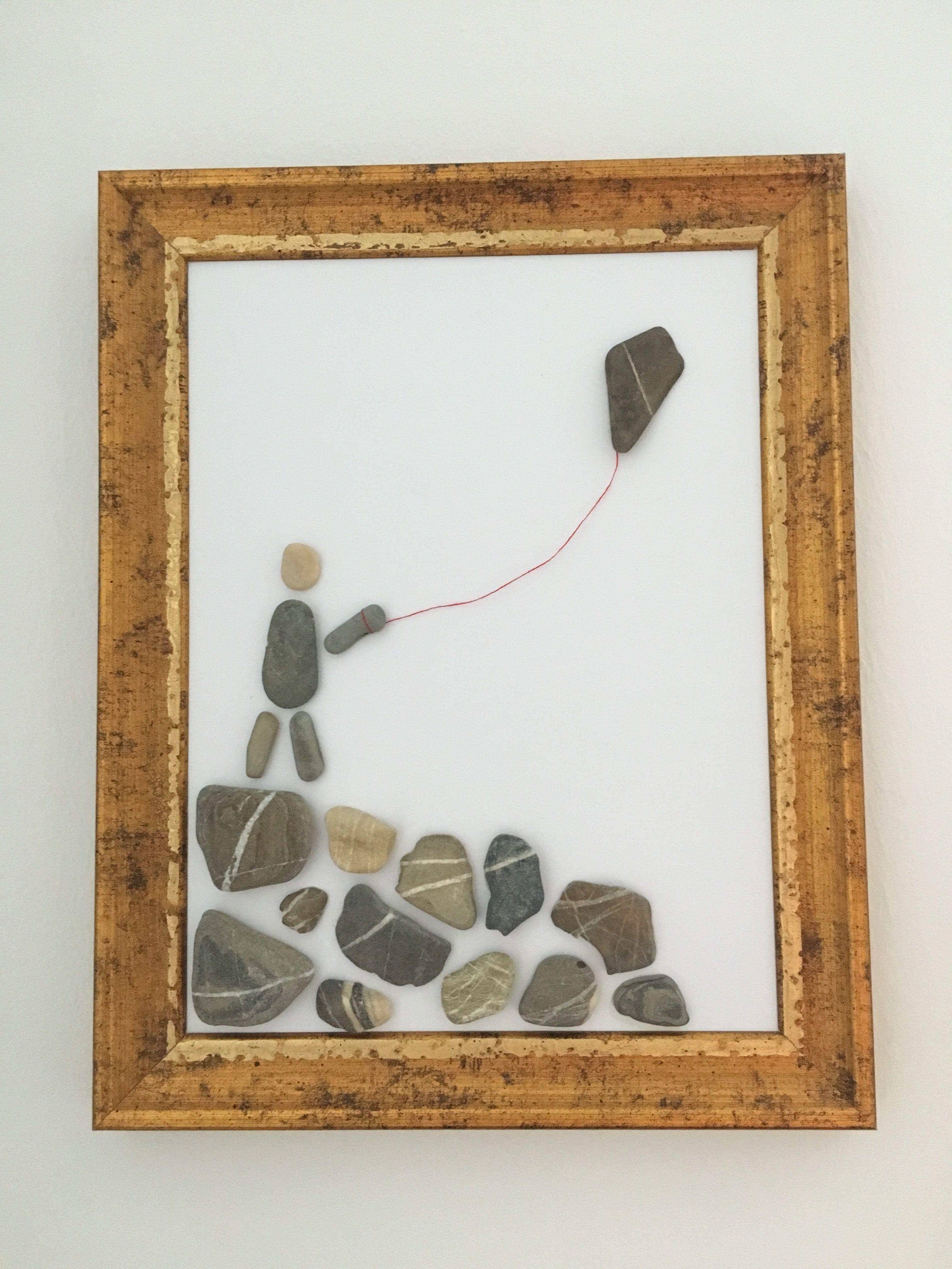 Lass deinen Drachen steigen. Kunst mit Kieselsteinen, Bild aus Steinen