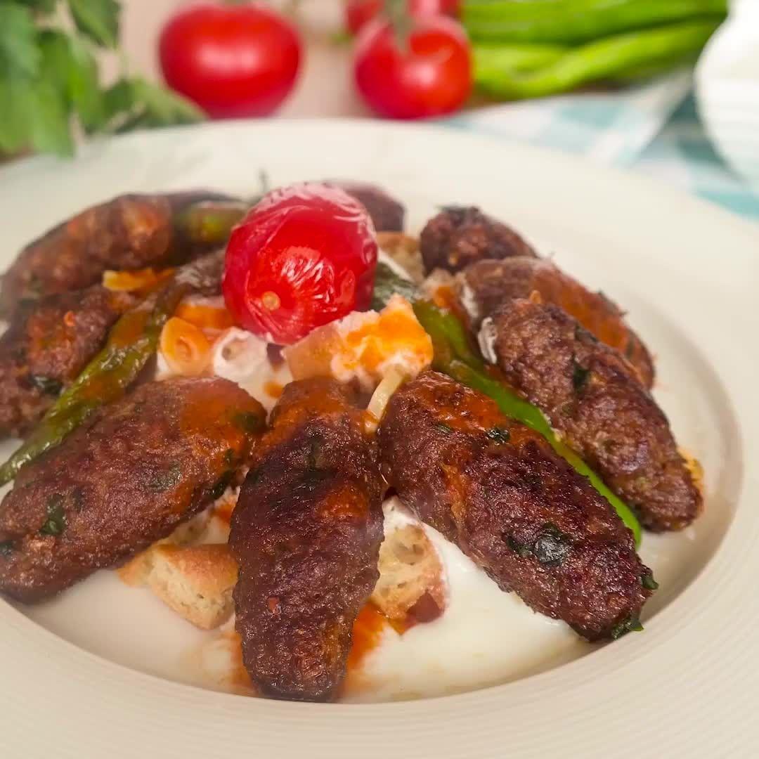 المطبخ التركي On Instagram طريقه سهلة جدا لعمل كباب الكفتة بالزبادى مشهوره جدا فى تركيا النهاردة هنشارك معاكوا طريقة عمل كفته سهلة ج Food Beef Sausage