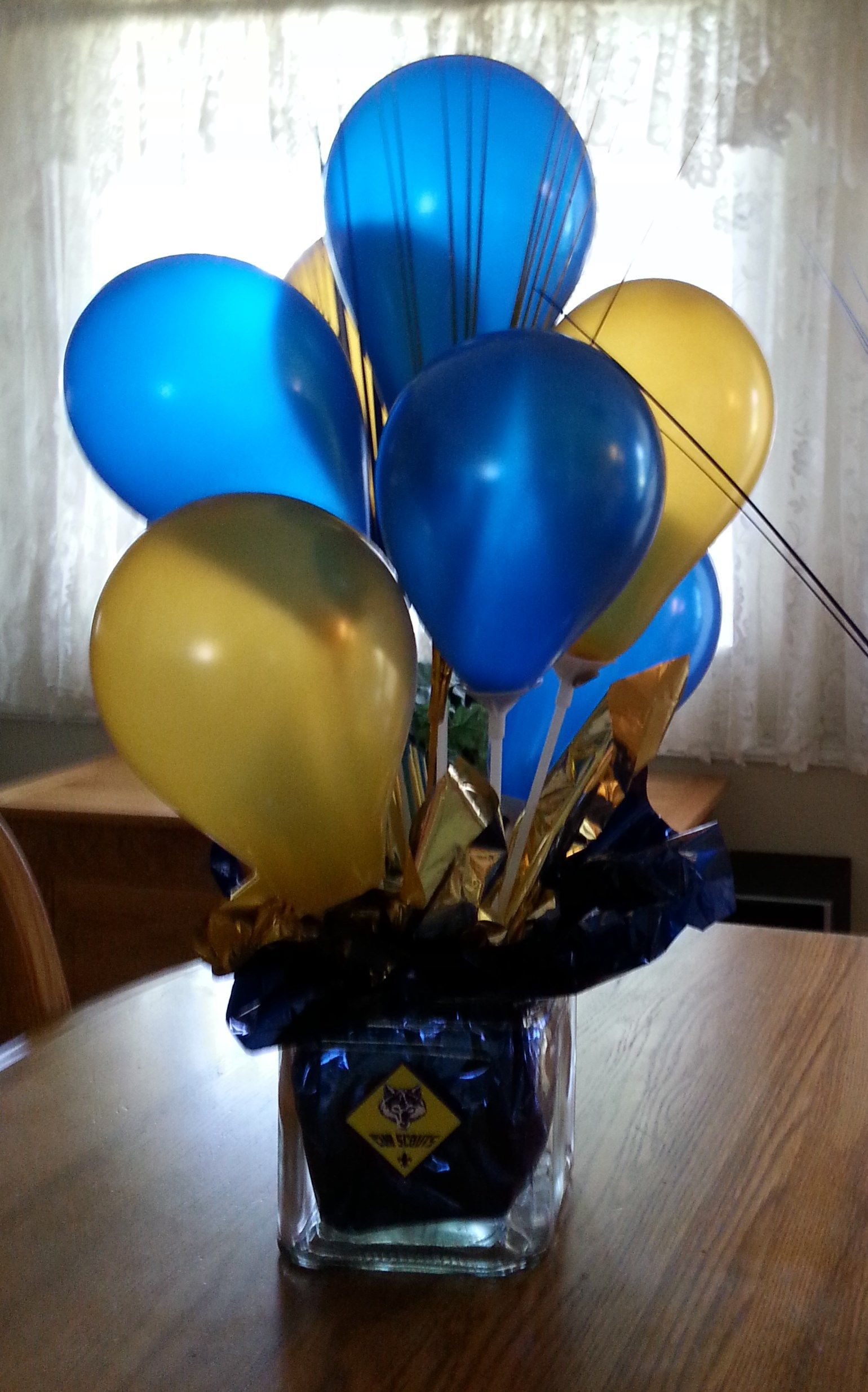 Cub scout blue and gold balloon centerpiece using