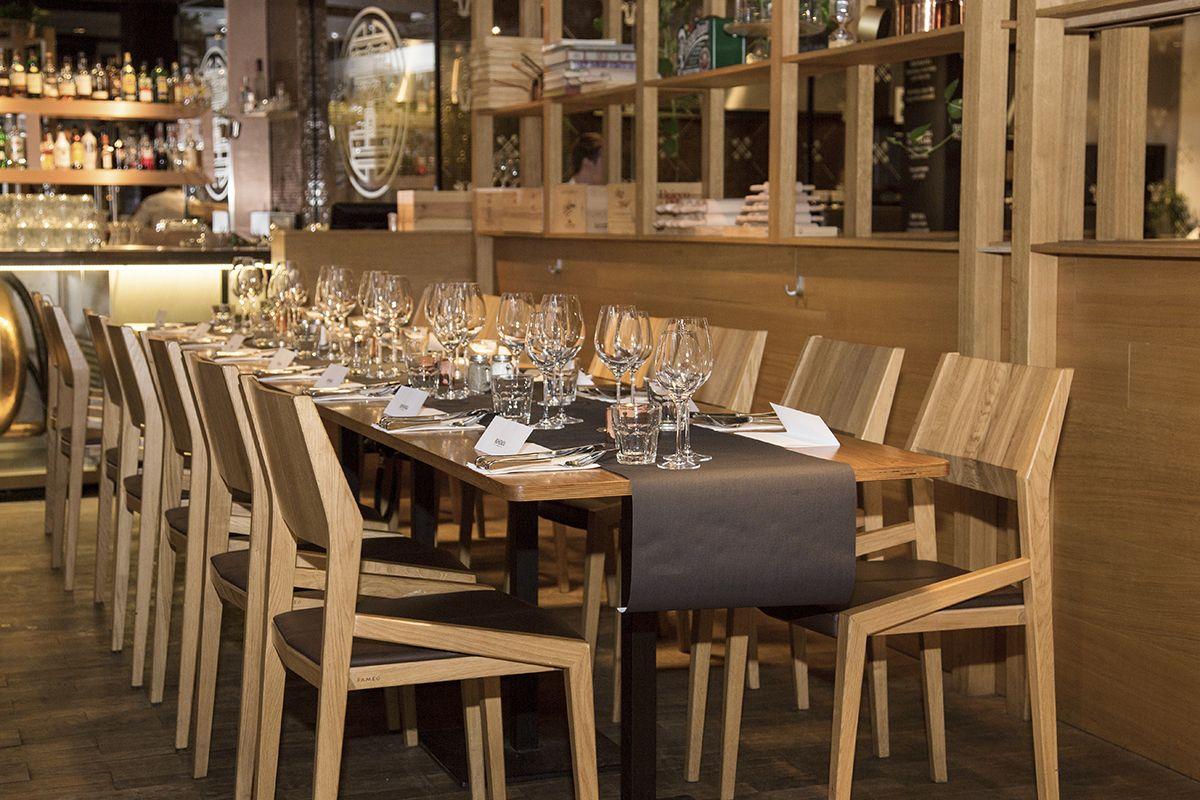 Kulinarne Przygody Gatity Przepisy Pelne Smaku Bohemia Miejsce Na Najlepsze Czeskie Piwo W Warszawie Bar Table Table Settings Home Decor