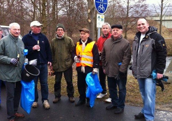 Mit den Mitgliedern der Heiligenstädter Union am Leineradweg nach der Frühjahrsputzaktion, 2013
