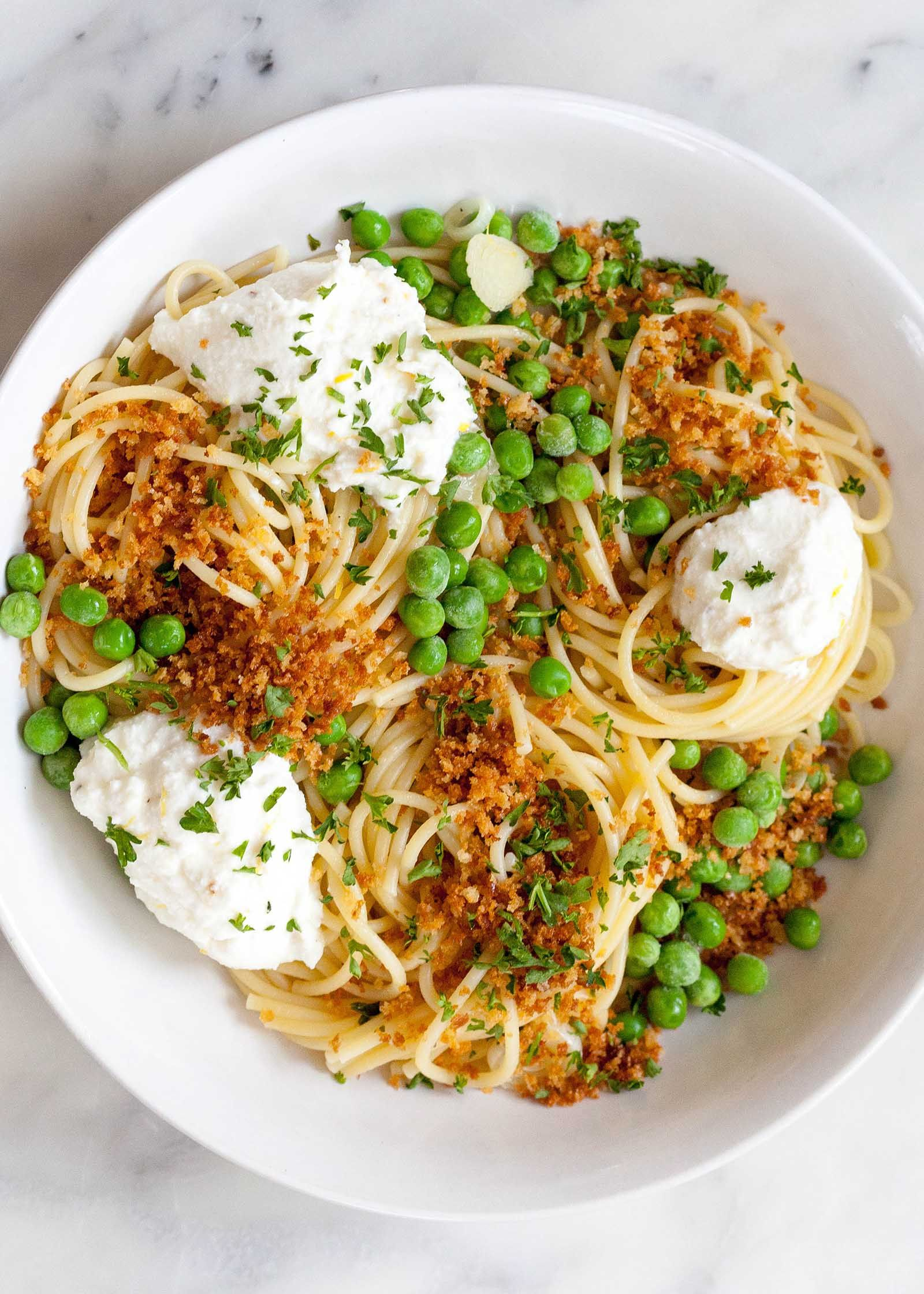 Lemony Spaghetti With Peas And Ricotta