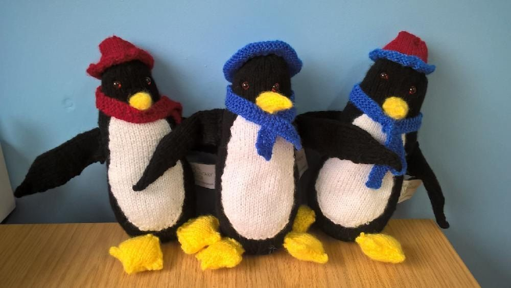 The knitted Penguin pattern (shown right) has been kindly designed ...