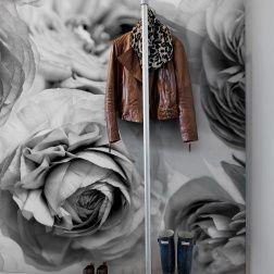 Romantique, ce papier peint est merveilleusement doux avec de grandes roses qui permettent que ce soit l'été toute l'année.