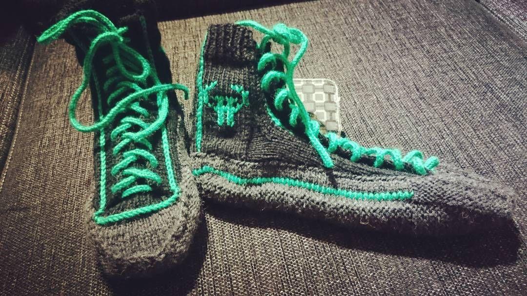 Ekat melkein ohjeen mukaan väsätyt tennarisukat valmiit �� #knittedsocks#knitting#mitäsälangot#tennarisukat#diy#gottagetalife http://www.butimag.com/tennarisukat/post/1474813144887251572_1570672598/?code=BR3lr3LFNJ0