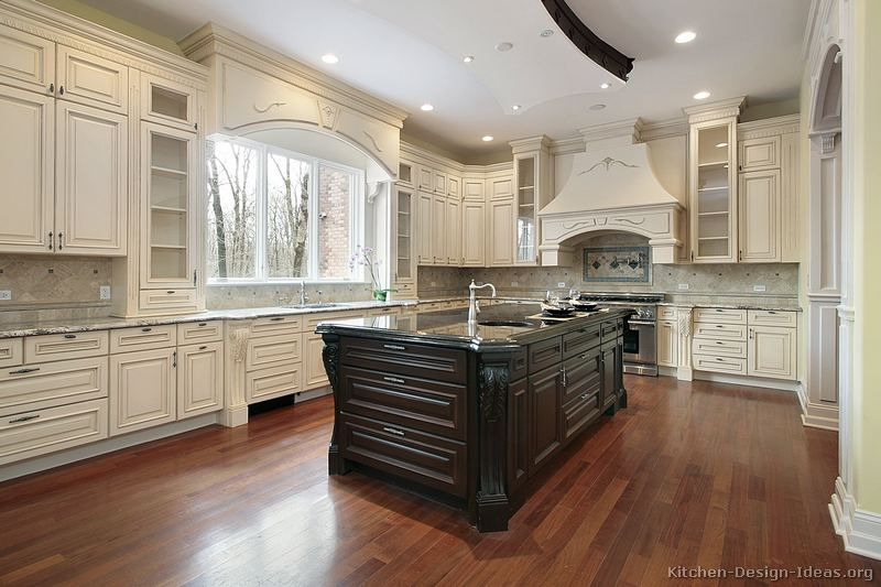 Wonderful Traditional Antique White Kitchen Cabinets (Kitchen Design Ideas.org)