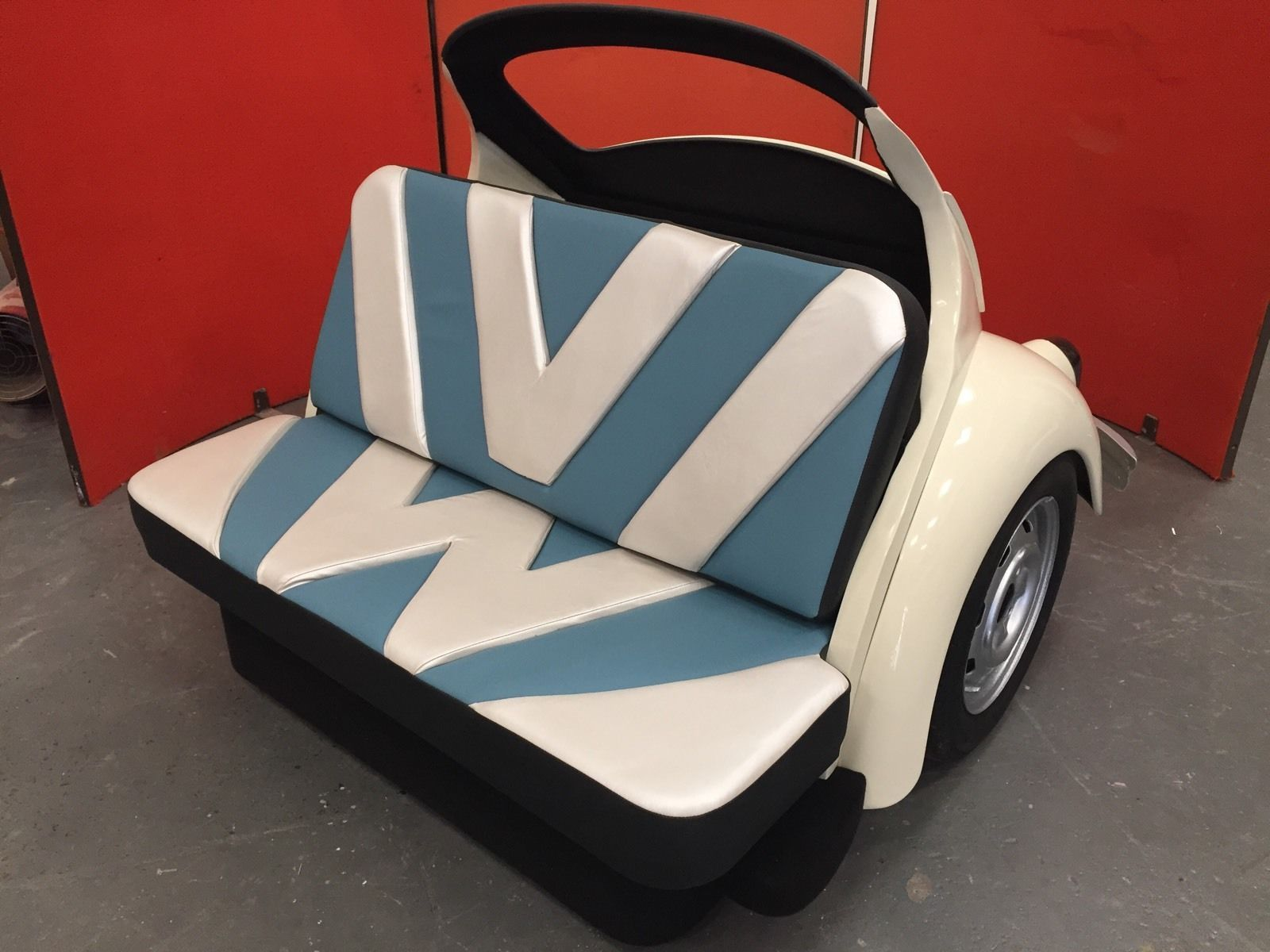 Classic vw beetle sofa beetle booth cool couch vw bug seat for Mobilia uno co wll