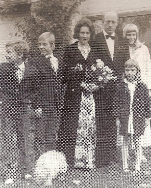 Princess Felicitas of Prussia with 1st husband Dinnies von der Osten and their 4 children, L-R:  Hubertus, Dinnies, the parents, Friederike and, in front, Cecilie.  (Princess Felicitas had one child, Diana, with 2nd husband Jorg Hartwig von Nositz-Walwitz.  Can't find any pics of her.)