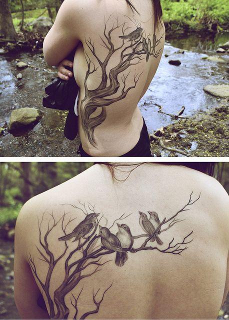 Tatouage Oiseau Sur Branche Arbre Dos Femme Tatoos Pinterest