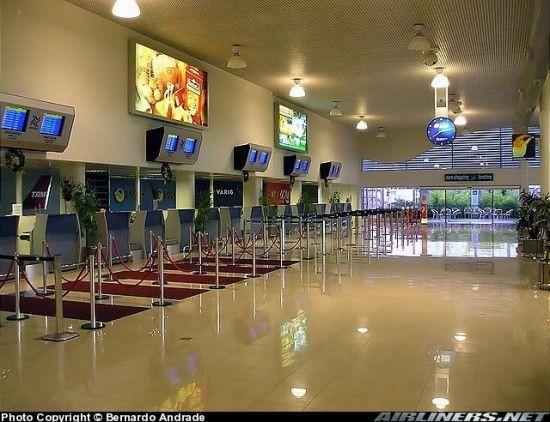 Aeroporto De Londrina 5 550x422 Aeroporto Internacional Governador