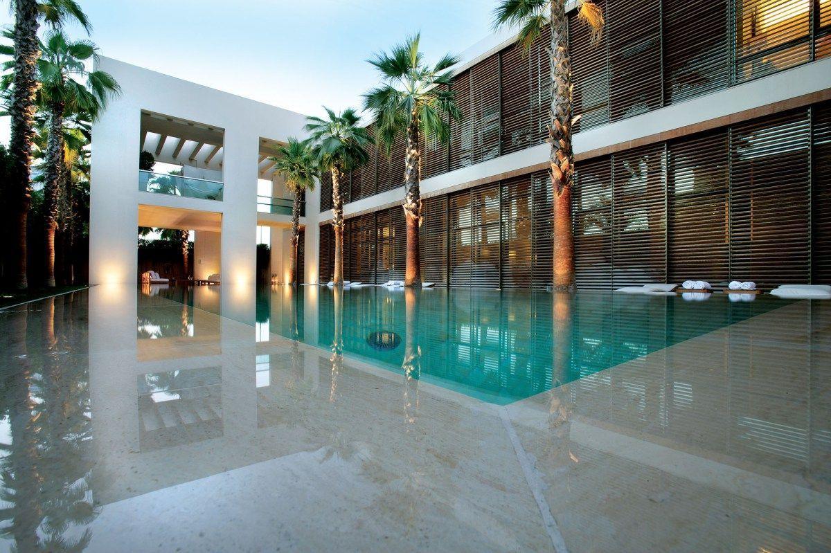 The transparency of a dubai pool house luxury swimming for Pool design dubai