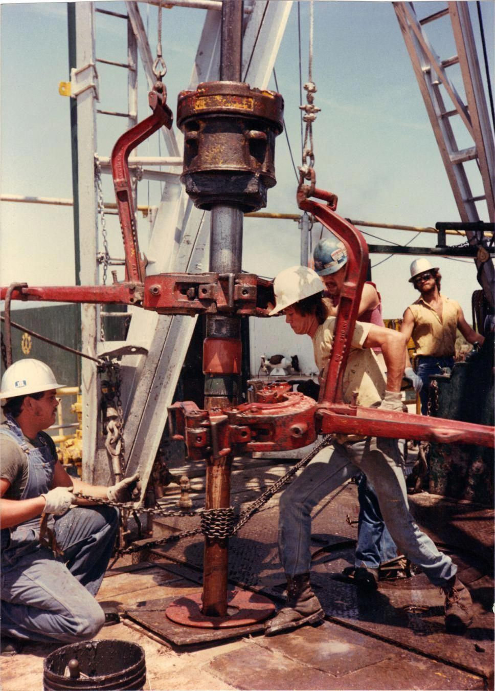 OIL RIGGERS IN TEXAS Oil platform, Oil rig, Oil rig jobs