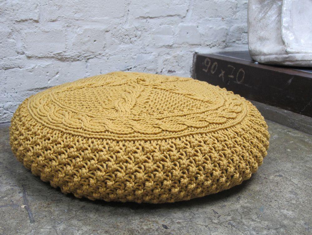d saccord coussin de sol rond en tricot couleur moutarde point d 39 astrakan sur le pourtour. Black Bedroom Furniture Sets. Home Design Ideas