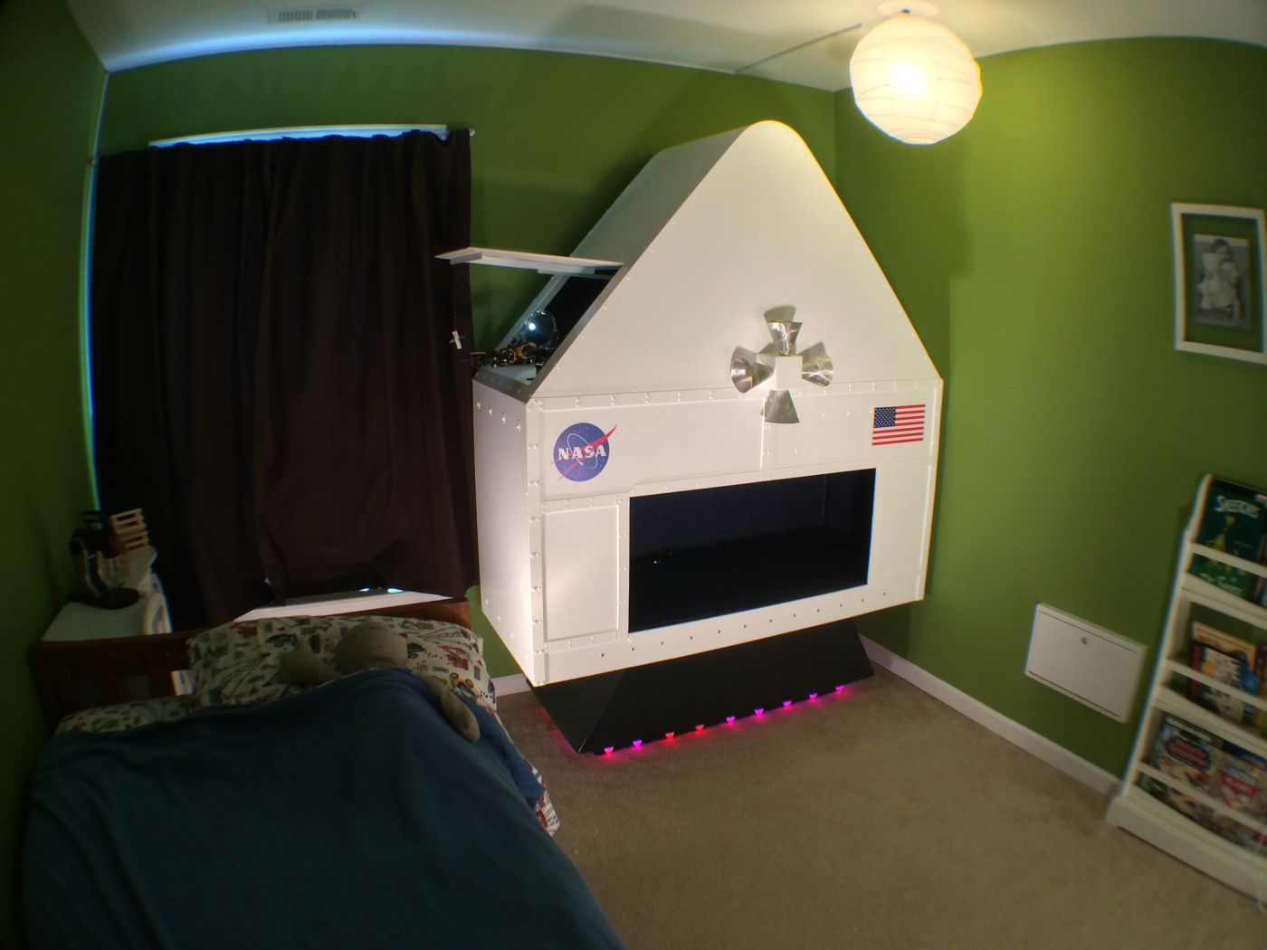 Interactive Bedroom Design Dad Builds Awesome Interactive Spaceship For His Fouryearold