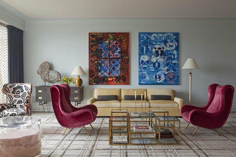 Petit Salon Blanc Amenage Avec Meubles En Bordeaux Et Jaune Clair Et Decore En Rouge Et B Eclectic Living Room Furniture Eclectic Living Room Eclectic Interior