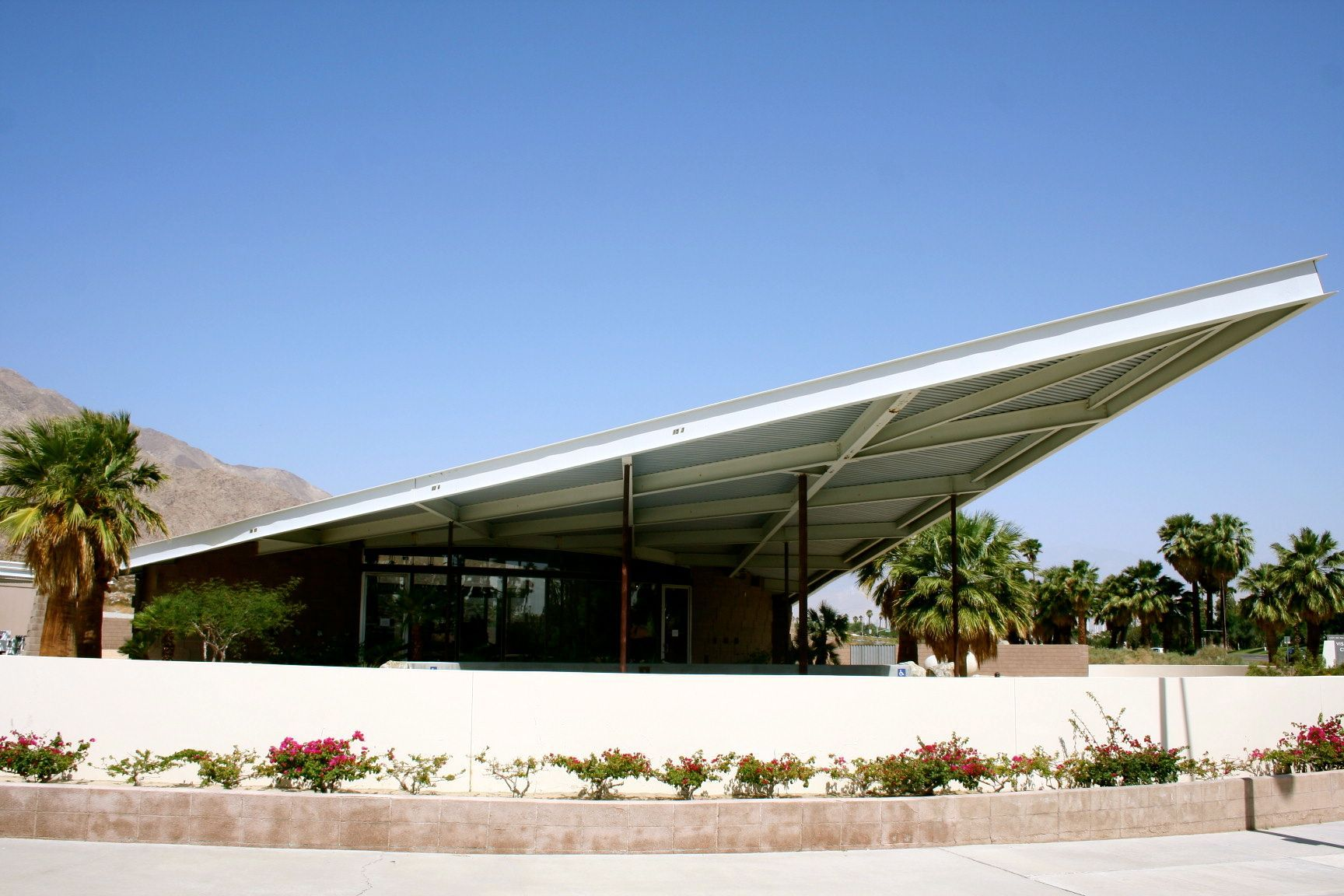 Albert Frey architect designed the Palm Springs Visitor